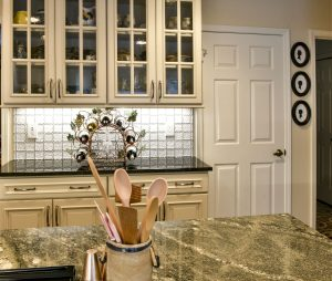 Louisville Kentucky Kitchen Renovation, Hearth and Home, Country Kitchen, Farmhouse Sink, Hardwood Floors, Off-White Cabinets with Taupe Glaze, Scalloped Backsplash, eeded Glass Cabinet Doors, Under-Cabinet Lighting, Granite Countertops, Stainless Steel Appliances, Kitchen Island