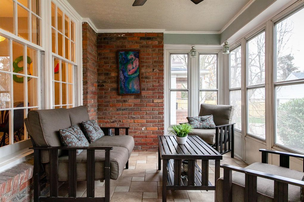 Louisville Home Staging, Louisville Interior Design, Louisville Renovation Design, outdoor living spaces, screened in porch, outdoor furniture