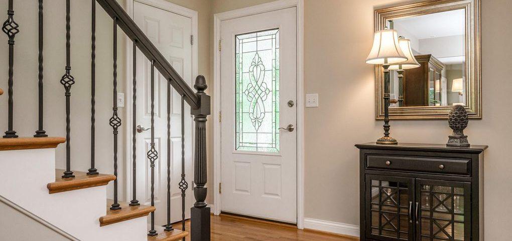 Louisville Home Staging, Louisville Interior Design, Louisville Renovation Design, Hardwood flooring, foyer, staircase, accessories, foyer mirror