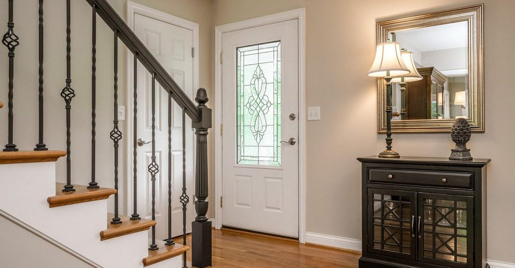 Louisville Home Staging, Louisville Interior Design, Louisville Renovation Design, Hardwood flooring, foyer, staircase, accessories, foyer mirror