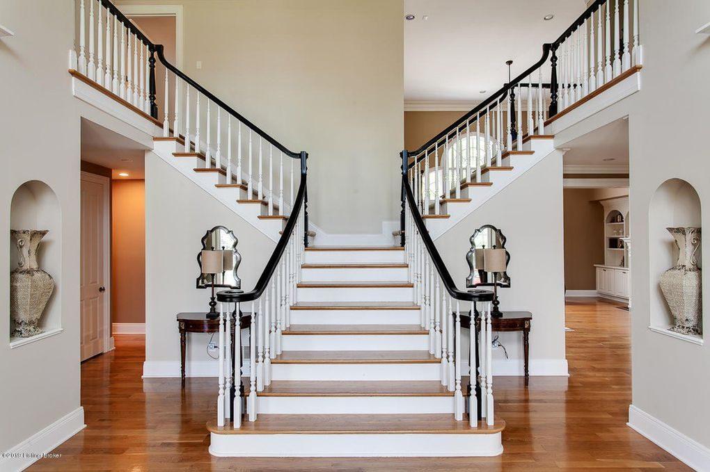 Louisville Home Staging, Louisville Interior Design, Louisville Renovation Design, Hardwood flooring, foyer, grand staircase, accessories, foyer mirror