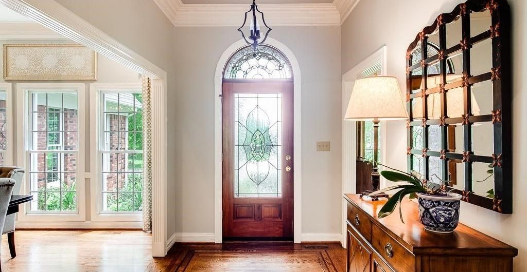 Louisville Home Staging, Louisville Interior Design, Louisville Renovation Design, Hardwood flooring, foyer, accessories, foyer mirror